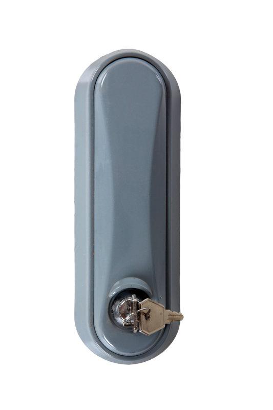 Karoga masta slēdzenes tipa auklas fiksācijas sistēma